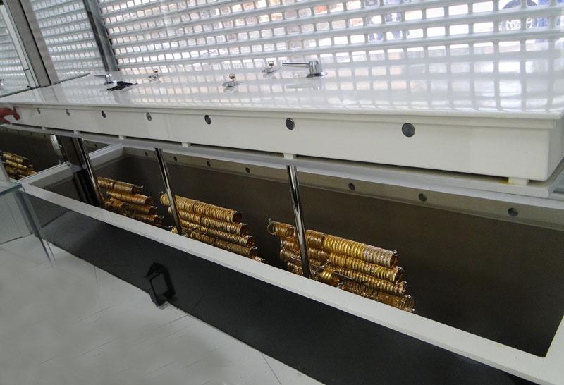 Zemine Gömülen (Zeminde temel açılmış) Asansörlü Kasa kapanırken